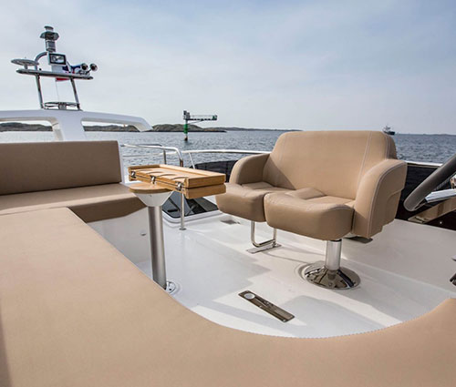 Large L-sofa on flybridge and turnable driverseat, L-sofa comes with an easy handgrip turn into a large sunbed.