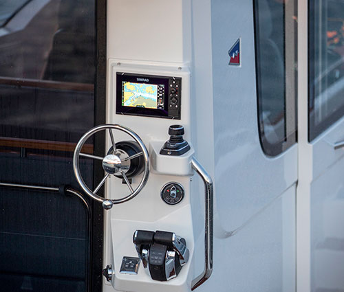 Secondary Helm outside cabin in Aft
