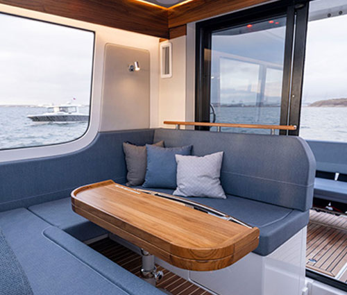 The heart of the boat is the cozy spacious saloon with large light inlets and a seating arrangement that can easily be adjusted depending on activity.